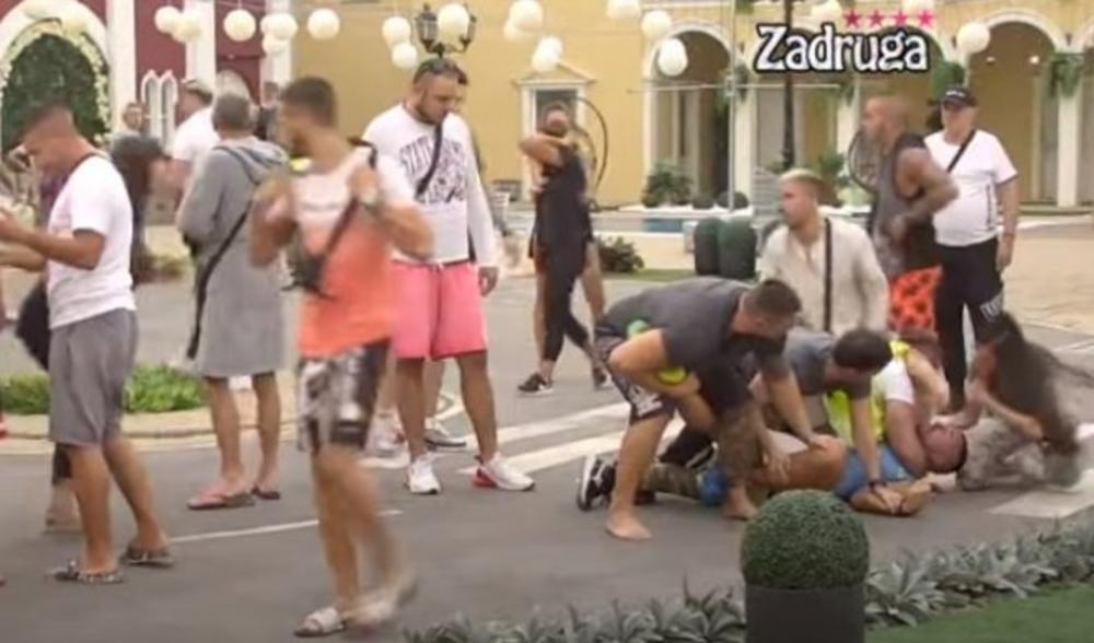 NEZAPAMĆENE BATINE U ZADRUZI: Alen NAPAO Kristijana! Dohvatio ga otpozadi,  Golubović pao na pod (VIDEO)